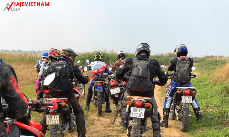 excursion-en-moto-al-norte-de-vietnam-11-dias-1