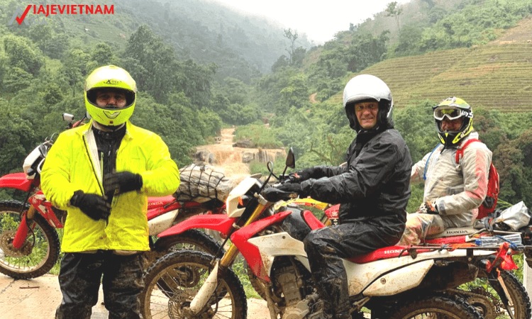 excursion-en-moto-al-norte-de-vietnam-11-dias-4