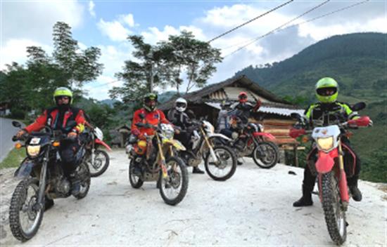Cruzar la frontera de Vietnam y Laos en moto - 10 días cover